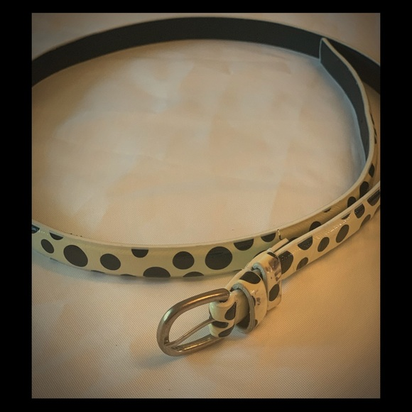 Unknown Accessories - Black and White Skinny Belt.
